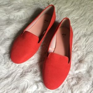 Stunning orange red sueded H&M loafers size 8.